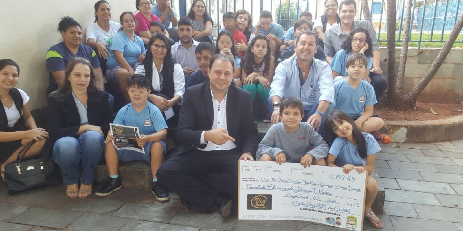 [Via Contábil/ Audifiscal] entregam doação dos clientes de IRPF à entidade Juliano Varela